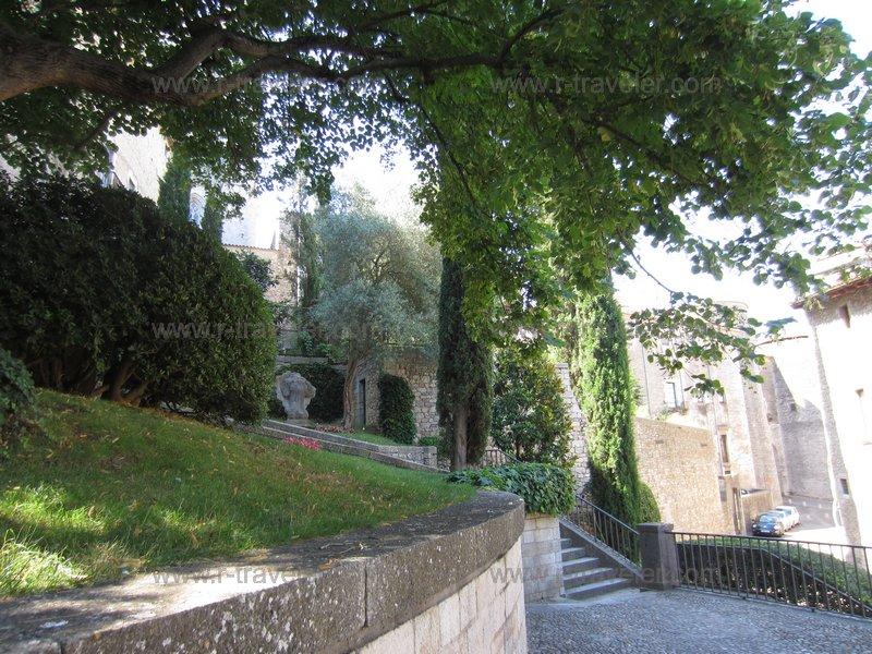 По пути по крепостной стене