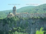Кастельфольит-де-ла-Рока городок на скале
