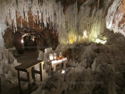 Соляная гора и пещеры в городе Кардона